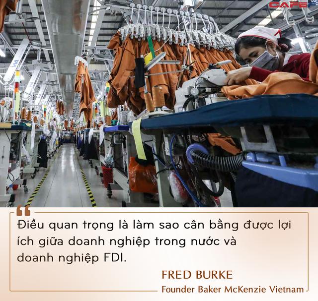Chuyên gia quốc tế lý giải việc dự báo GDP giảm sâu: Nhìn những cửa hàng dọc phố Việt Nam đã cho thấy rõ tổn thất mà dịch bệnh gây ra - Ảnh 7.