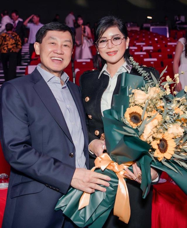 Nghe CEO Thuỷ Tiên nói về chồng mới hiểu bà được tỷ phú Johnathan Hạnh Nguyễn yêu điên cuồng cũng có lý do! - Ảnh 1.