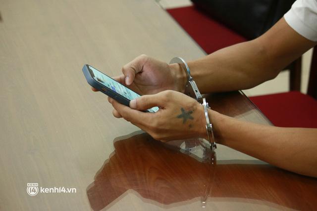 Hà Nội: Hack được Facebook, 3 đối tượng thay nhau lừa gần 400 triệu đồng của cô gái - Ảnh 2.