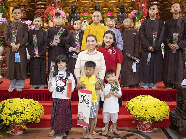 23 người con của Phi Nhung gồm những ai và sống thế nào trước khi mẹ nuôi qua đời? - Ảnh 19.