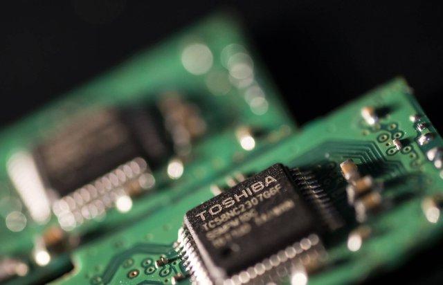 Thời vàng son đã qua của Nhật Bản: Từ cường quốc công nghệ với tàu cao tốc chạy 210 km/h, băng cassette Sony đến kẻ ra rìa trong cuộc chơi chip điện tử - Ảnh 3.