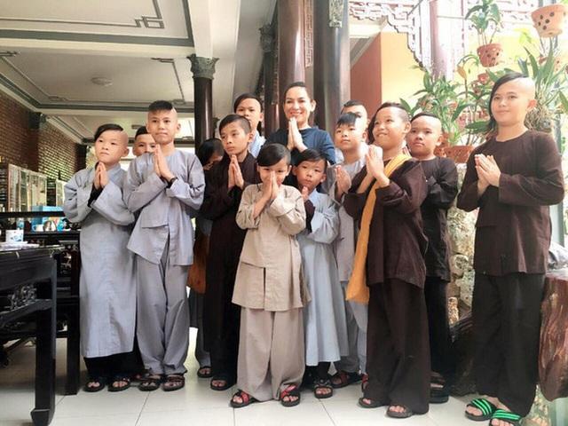 23 người con của Phi Nhung gồm những ai và sống thế nào trước khi mẹ nuôi qua đời? - Ảnh 22.