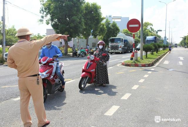 Ảnh: Giáo viên, học sinh tay xách, nách mang quay lại Đà Nẵng chờ ngày đến trường  - Ảnh 4.