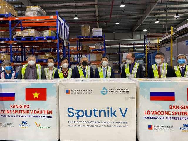 Việt Nam tiếp nhận lô vaccine Sputnik V đầu tiên - Ảnh 1.