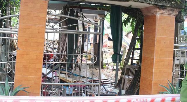 Hiện trường vụ nổ như bom ở Quảng Nam khiến căn nhà 2 tầng bị hất tung, thi thể nạn nhân không còn nguyên vẹn - Ảnh 2.