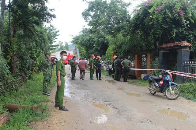 Hiện trường vụ nổ như bom ở Quảng Nam khiến căn nhà 2 tầng bị hất tung, thi thể nạn nhân không còn nguyên vẹn - Ảnh 8.