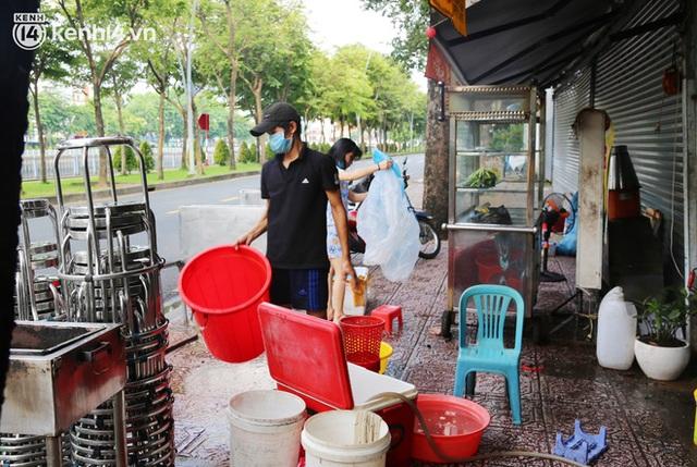 Buổi chiều như 30 Tết ở Sài Gòn sau gần 90 ngày giãn cách: Người dọn dẹp nhà cửa, người dắt xe đi sửa, ai cũng háo hức đợi ngày mai nới lỏng - Ảnh 14.
