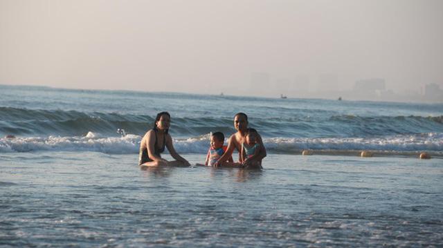 Người dân Đà Nẵng đổ ra tắm biển sau hơn 2 tháng  - Ảnh 16.