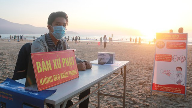 Người dân Đà Nẵng đổ ra tắm biển sau hơn 2 tháng  - Ảnh 19.