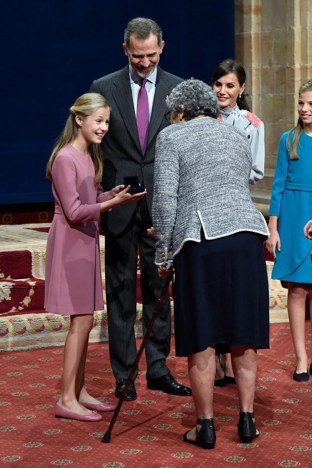 Nàng công chúa HOT nhất hiện nay: 15 tuổi đã nắm trong tay vận mệnh của đất nước, đánh bại con gái nhà Công nương Kate - Ảnh 8.