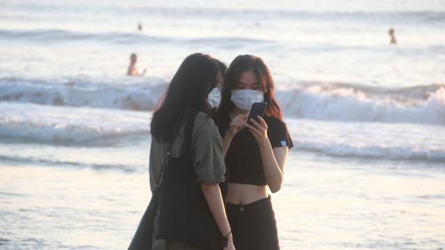 Người dân Đà Nẵng đổ ra tắm biển sau hơn 2 tháng  - Ảnh 9.