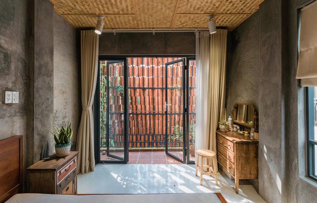 Xiêu lòng với ngôi nhà 30m2 sâu trong hẻm nhỏ Sài Gòn, mặt tiền toàn gạch gốm hút gió và ánh sáng trên cả tuyệt vời - Ảnh 10.