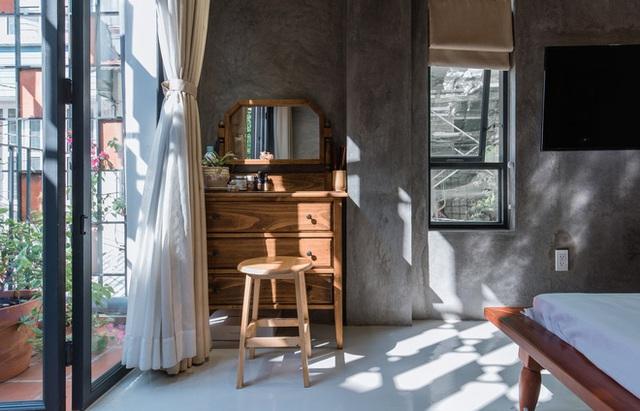 Xiêu lòng với ngôi nhà 30m2 sâu trong hẻm nhỏ Sài Gòn, mặt tiền toàn gạch gốm hút gió và ánh sáng trên cả tuyệt vời - Ảnh 11.