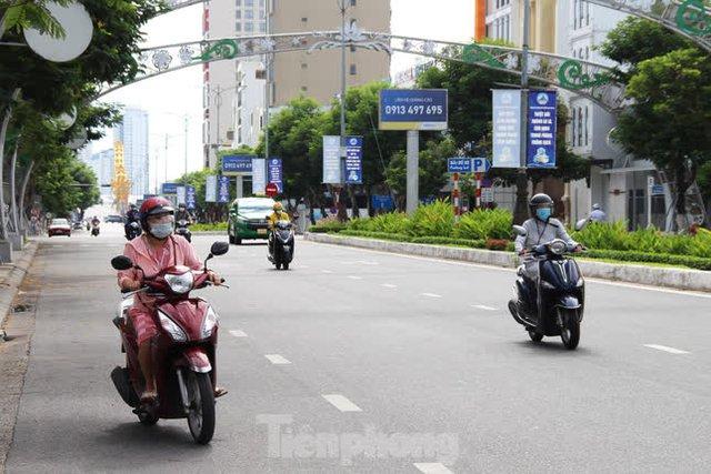 Hình ảnh Đà Nẵng trong ngày đầu chuyển trạng thái chống dịch mới  - Ảnh 1.