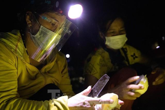 Đội đèn xuyên đêm bán bưởi Phúc Trạch đặc sản  - Ảnh 7.