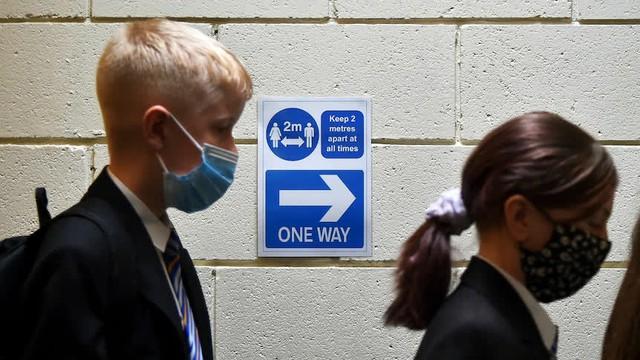Nhìn từ chiến lược tiêm vaccine cho trẻ em tại Anh trong mùa tựu trường, Việt Nam có thể áp dụng được gì? - Ảnh 1.