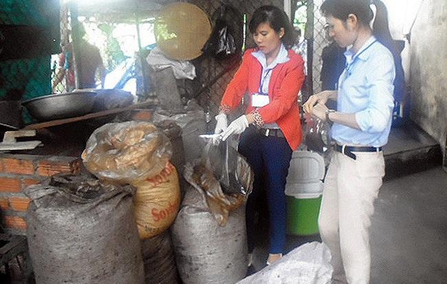 """Phát hiện cơ sở chế biến cà phê """"bẩn"""" tại Nha Trang"""