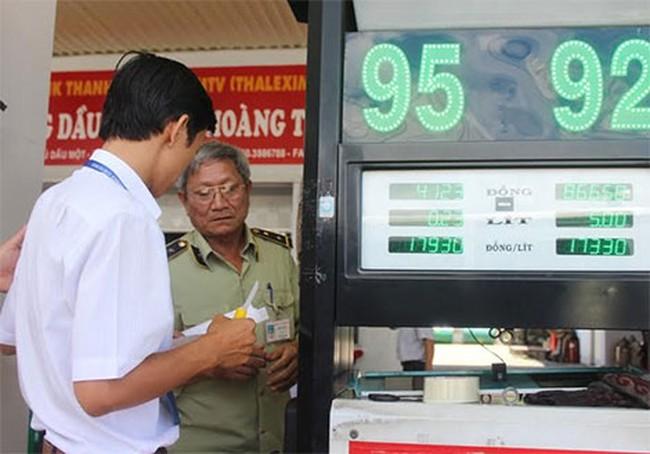 Doanh nghiệp xăng dầu 'móc túi' khách hàng