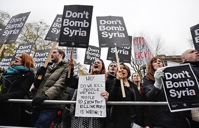 Biểu tình phản đối tham chiến ở Syria