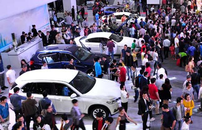 Ôtô tăng giá 30%: Tin đồn thổi giá trục lợi