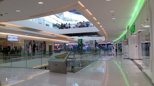 Trung tâm thương mại tại TPHCM: Khách đến hóng mát là chính