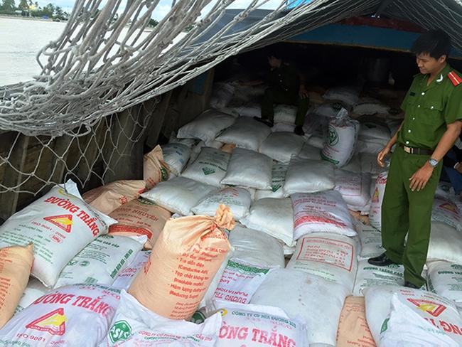 Buôn lậu đường cát nóng sực vào mùa nước nổi