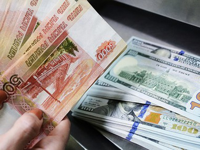 Đồng ruble của Nga giảm xuống mức thấp nhất trong năm 2015