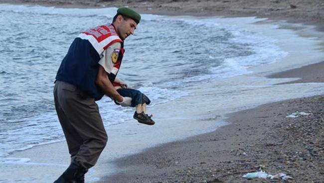 Thảm cảnh dân tị nạn liệu có lay động được Châu Âu?
