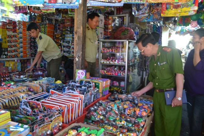 """Hàng giả """"tung hoành"""" tại Việt Nam: Vì đâu nên nỗi?"""