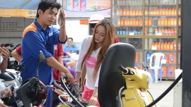 Người tiêu dùng bức xúc với đợt tăng giá xăng mới