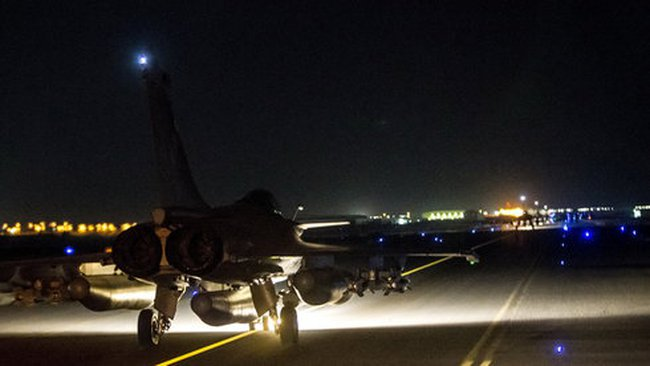 """Nga cũng dội bom và bắn tên lửa vào """"thủ đô"""" IS"""