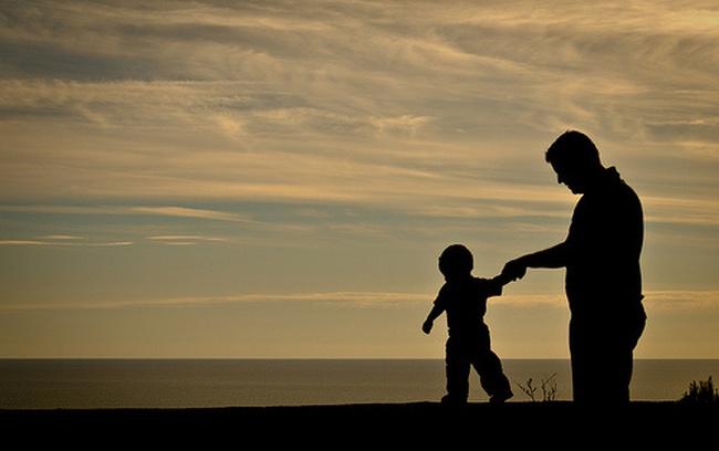 """TÔI ĐẦU TƯ: Con cái chúng ta chưa thể ngẩng cao đầu """"Bố mẹ tôi làm nghề đầu tư chứng khoán"""""""