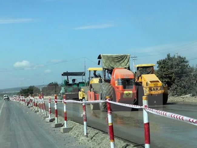 Gần 100 nhà nghiêng nứt do thi công quốc lộ 1