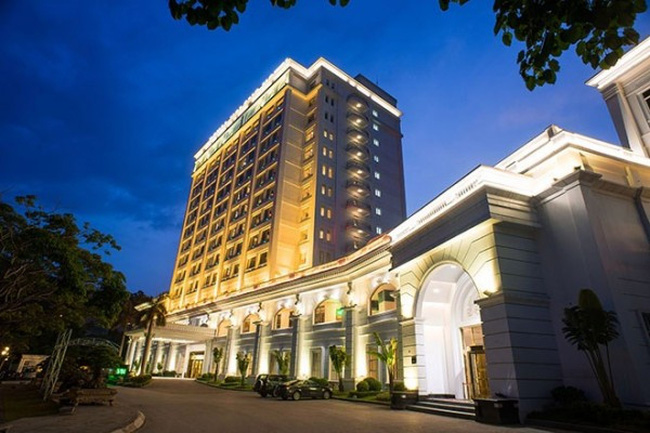 """Quảng Ninh """"nhượng bộ"""", đền bù đợt 1 cho CTCP Quốc tế Hoàng Gia (RIC) 110 tỷ đồng"""