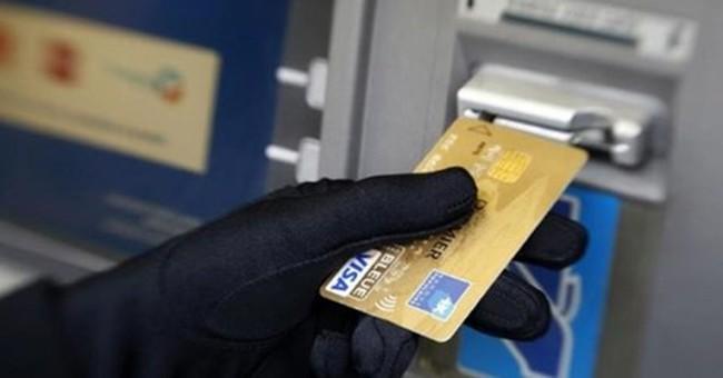 Mất tiền trong thẻ ATM: Khách hàng có luôn ở thế yếu?