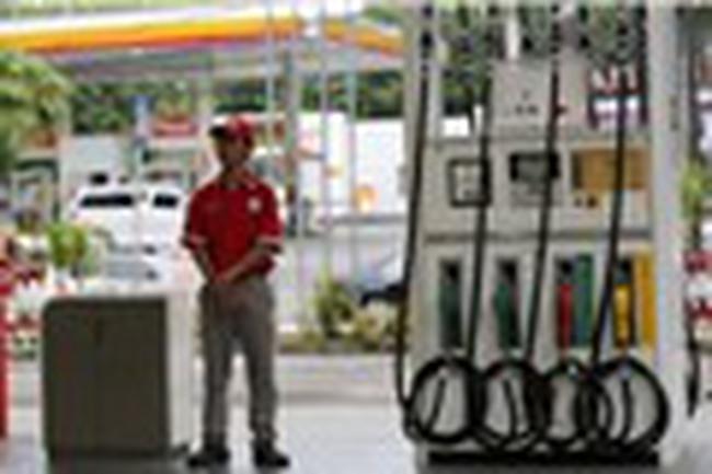 Giá dầu giảm nhẹ khi nguồn cung còn là một dấu hỏi