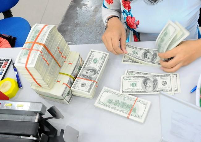 Siết cho vay ngoại tệ, ngân hàng và doanh nghiệp làm sao?