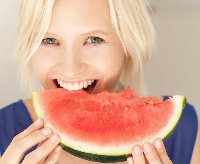 Lợi ích không ngờ khi ăn dưa hấu ngày nắng nóng