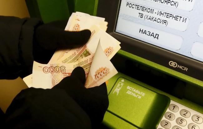 Kinh tế khó khăn, chính phủ Nga cắt giảm chi tiêu