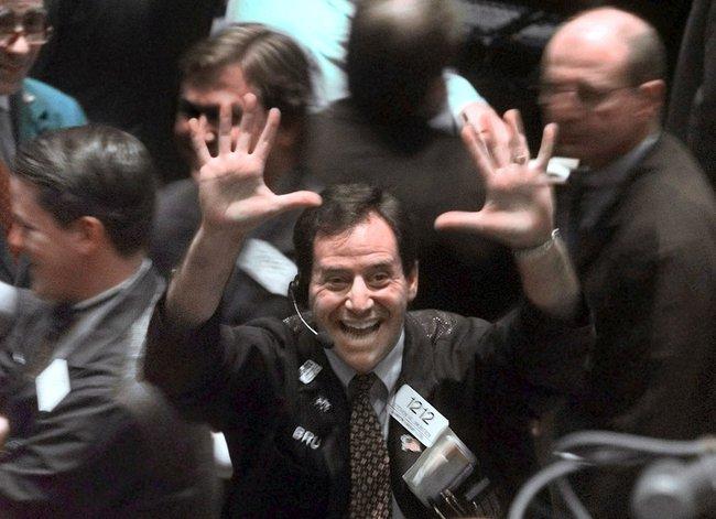 Chứng khoán Mỹ thăng hoa, Dow Jones sắp chạm mốc 20.000 điểm