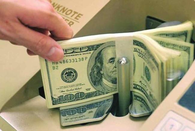 Lãi suất huy động USD về 0%, tiền gửi ra nước ngoài tăng đột biến tới 7,3 tỷ USD
