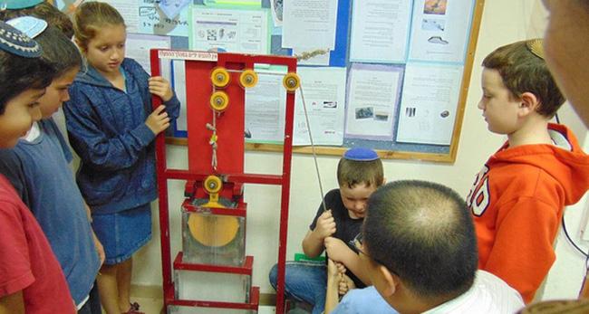 """Thay vì hô """"cả lớp trật tự"""" như ở Việt Nam, người Do Thái dạy trẻ em lúc nào cũng phải ồn ào như cái chợ vỡ"""