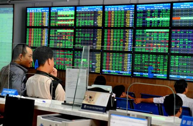 Dòng tiền đổ mạnh vào cổ phiếu Bluechips, VnIndex giữ vững mốc 680 điểm