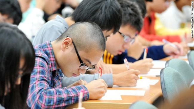 Giáo sư Mỹ thắc mắc về nghịch lý tại Việt Nam: Nghèo nhưng học sinh lại giỏi toán, khoa học hơn nước giàu như Anh, Mỹ