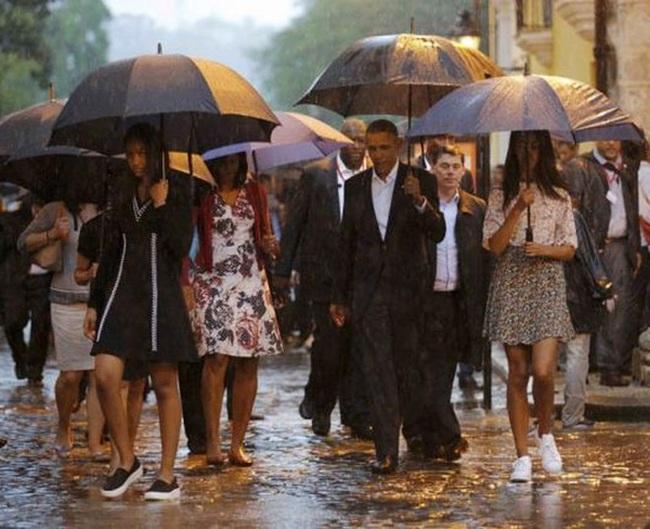Obama dạo phố cổ Havana dưới mưa