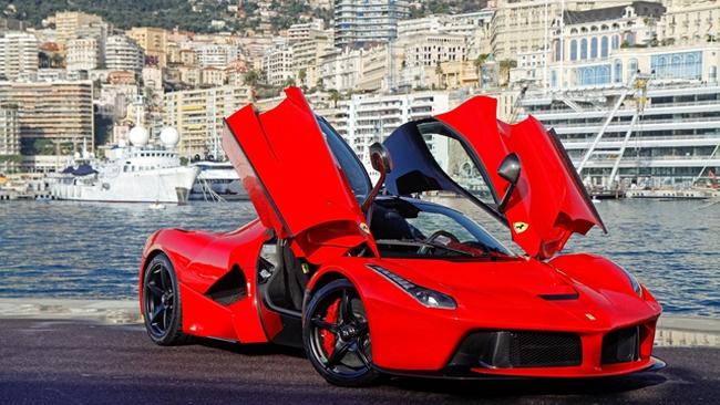 Nếu quản lý quỹ của bạn mới mua xe Ferrari, hãy thuê người khác đi