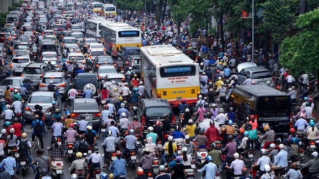 """""""Chi hàng trăm ngàn tỷ cho hạ tầng, Hà Nội vẫn tắc đường khủng khiếp, một ngày thiệt hại 41 tỷ đồng!"""""""