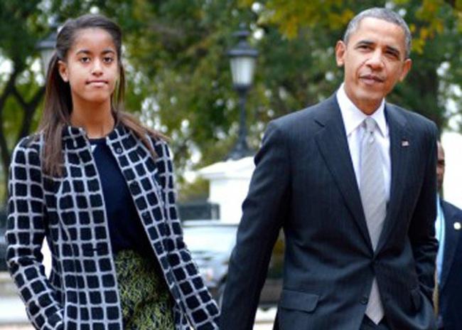 """Sau scandal nghi hút cần sa, con gái Obama lại bị """"ném đá"""" khi mặc áo có thông điệp về thuốc lá"""