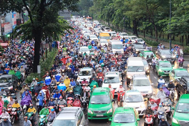 'Kẹt xe cửa ngõ Tân Sơn Nhất, đừng đổ lỗi quá tải sân bay'