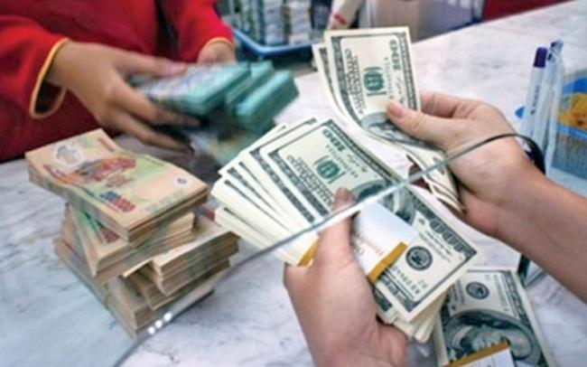 Mua bán USD trái phép nhộn nhịp bất chấp lệnh cấm